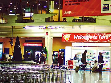 Terminal - passageiros com malas