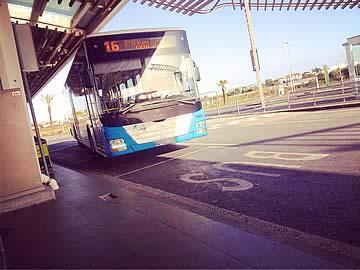 Autocarro a sair do aeroporto de Faro