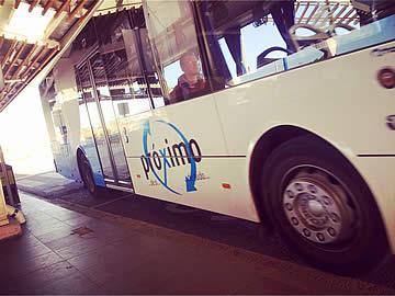 Autocarro a chegar ao aeroporto de Faro