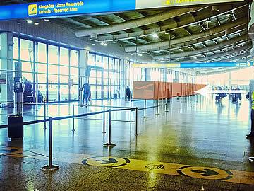 Balcões rent-a-car no terminal