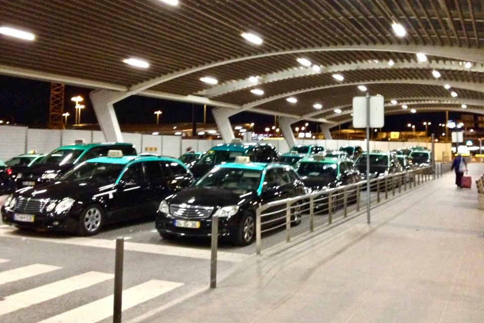 Táxis públicos no aeroporto