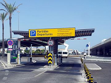 Aeroporto de Faro - entrada para o parque Kiss & Fly - partidas