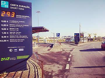 Aeroporto de Faro - entrada para o parque P1 - partidas