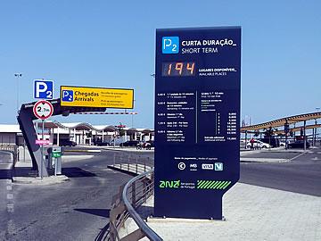 Aeroporto de Faro - entrada para o parque P2 - chegadas