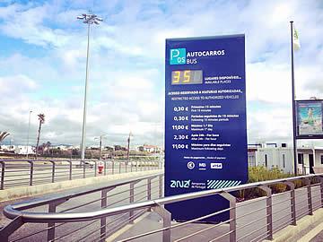 Aeroporto de Faro - entrada para o parque P5 - autocarros de turismo