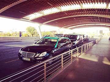 Táxis de 4 e 8 passageiros